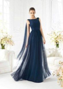 Вечернее платье со шлейфом батто