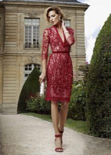 Красное вечернее платье с кружевом