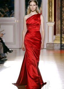 Вечернее платье красного цвета на одно плечо