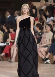 Бархатное платье от Валентино на выпускной