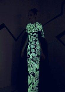 вечернее платье светящееся футляр
