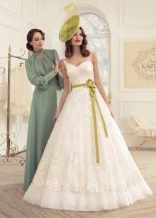 Свадебное платье с поясом зеленым