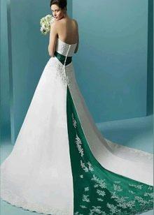 Свадебное плате с зеленым шлейфом