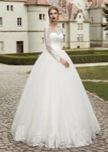 Закрытое пышное свадебное платье