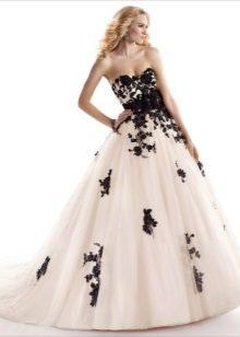 свадебное платье с черным кружевом пышное