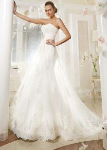Свадебное платье из коллекции Просто любовь от Евы Уткиной со шлейфом