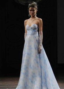 Свадебное платье с голубыми разводами