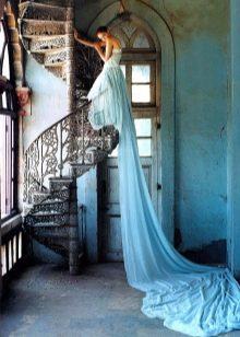 Свадебное платье голубое со шлейфом