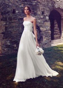 Свадебное платье с плисированной юбкой