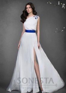 Свадебное платье от Наталии Романовой с синим поясом