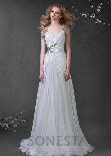 Свадебное платье с украшениями в греческом стиле