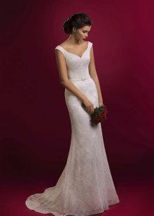 Кружевное свадебное платье на брителях