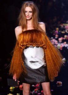 Вечернее платье с волосами