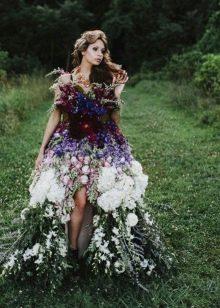 Вечернее платье из полевых цветов