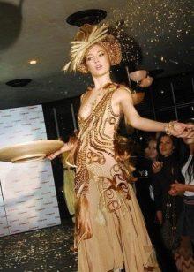 Вечернее платье из волос бежевое