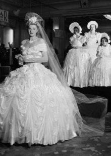 Пышное старинное свадебное платье