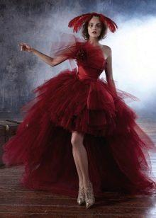 Красное короткое свадебное платье с пышной юбкой