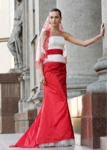Свадебное платье с красной юбкой