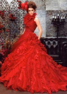 Свадебное платье очень пышное красное