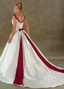 Свадебное платье с красными полосами