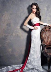 Сваденое платье русалка с красным поясом