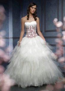 Свадебное платье с красным кружевом на корсете