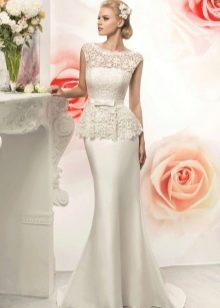 Атласное свадебное платье со шлейфом рыбка
