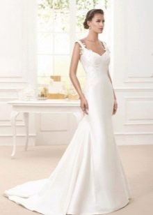 Атласное свадебное платье с кружевом и шлейфом
