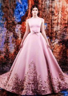 Цветное свадебное пллатье а-силуэта со шлейфом