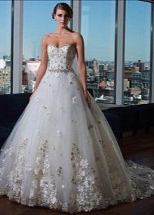 Свадебное платье со стразами на платье