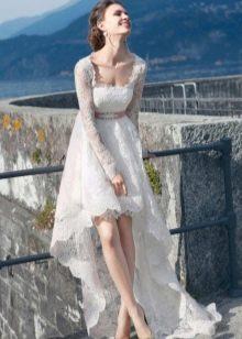 Свадебное кружевное платье короткое спереди длинное сзади