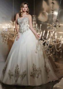 Свадебное платье с кружевом пышное