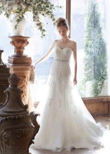 Классическое свадебное платье кружевное а-силуэта