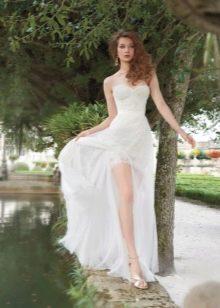 Свадебное платье короткое спереди длинное сзади для летней свадьбы