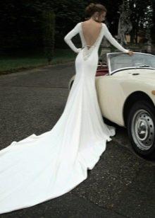 Закрытое свадебное платье с открытой спиной