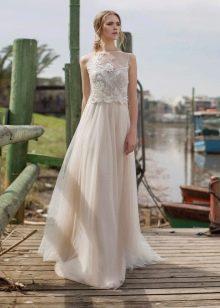 Прямое платье с кружевом свадебное