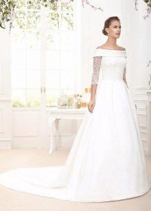 Свадебное платье а-силуэта с рукавом