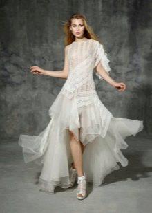 Свадебное платье короткое спереди длинное сзади с рукавами