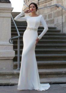 Элегантное свадебное платье со вставкой из кружева