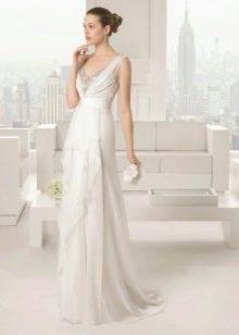 Элегантное свадебное платье с декольте