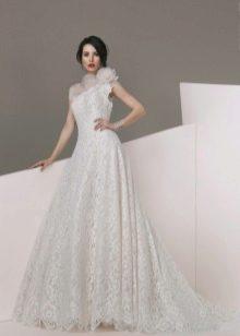 Кружевное свадебное платье на одно плечо
