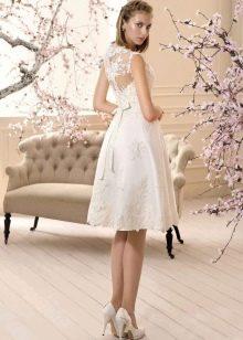 Элегантное короткое свадебное платье с кружевом