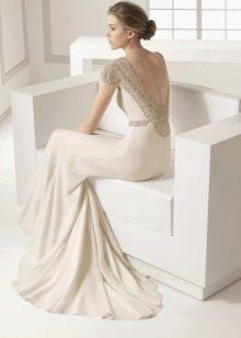 Свадебное платье с кристаллами Сваровски на вырезе спины
