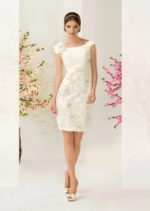 Свадебное платье с вышивкой  короткое