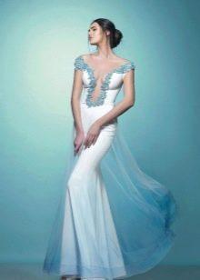 Вечернее шелковое платье с глубоким декольте белое