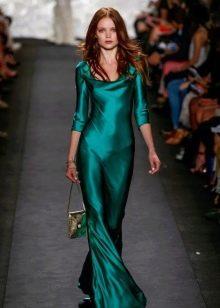 Зеленое шелковое платье вечернее
