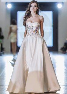 Шелковое пышное вечернее платье