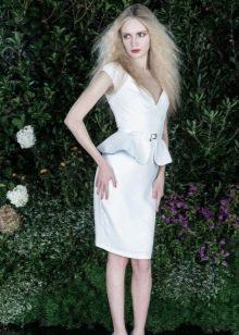 Белое вечернее платье с баской