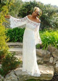 Платье свадебное вязаное крючком с рукавами