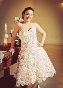 Простое короткое вязанное свадебное платье крючком